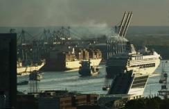 Hamburg Hafen - Ships in Elb