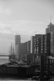 Hamburg Hafencity - Black & white in the rain