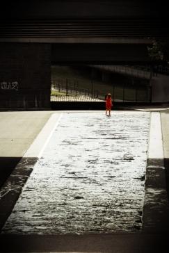 Hamburg Planten & Blumen - Girl in red dress