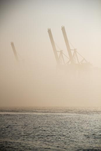 Hamburg Hafen - Cranes in fog 3