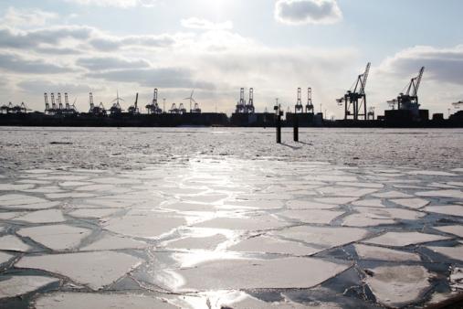 Hamburg Hafen in ice