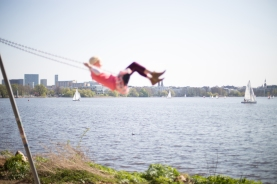 hamburg Alster - Girl on swing