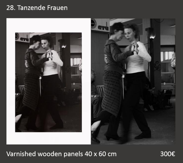 28 Tanzende Frauen